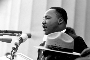 1963 – Martin Luther King jr. holder sin berømte tale «I Have a Dream» foran Lincolnmonumentet i Washington, D.C..