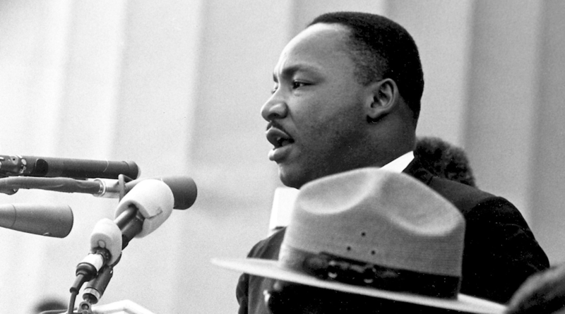 1963 – Martin Luther King jr. holder sin berømte tale «I Have a Dream» foran Lincolnmonumentet i Washington, D.C..